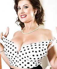 Pinup beauty posing
